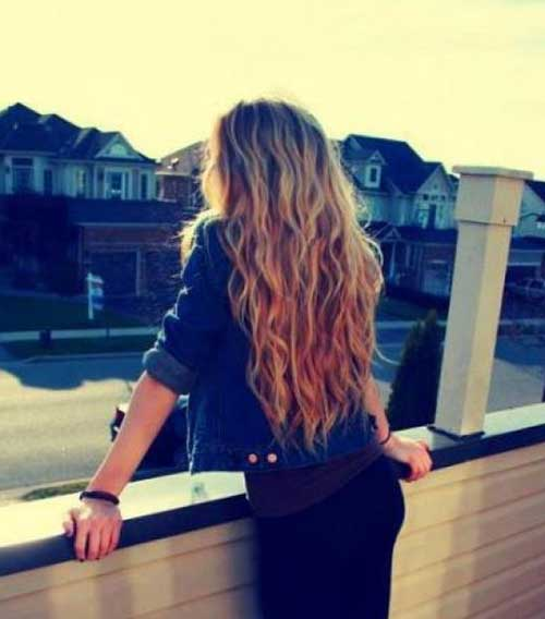 Simple Wavy Hairstyle for Girls with Curly Hair
