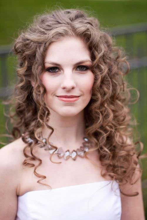 Beautifully Pinned Hairstyle for Curly Hair