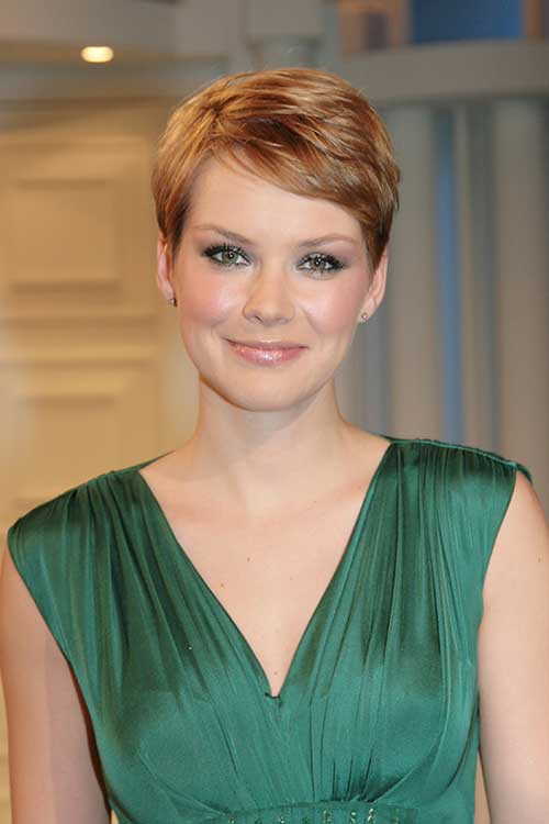 Andrea Osvart Pizie Haircut