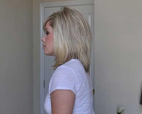 Blonde Mid Lenght Layered Hairdo
