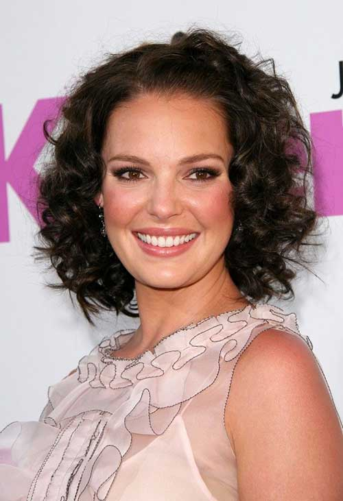 Medium haircuts for round faces and curly hair