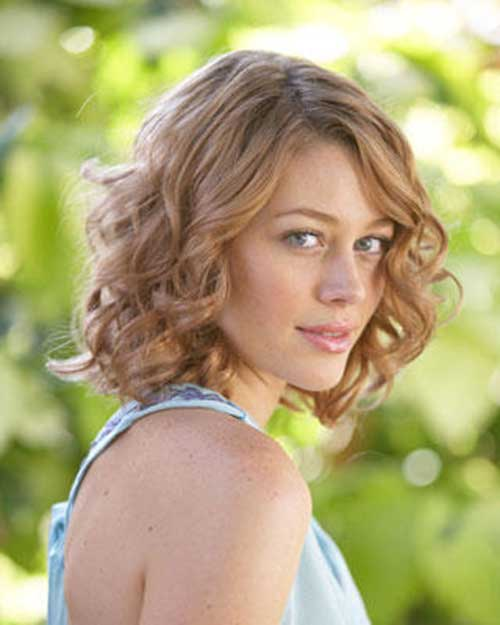 Medium Curly Hairstyles for Summer