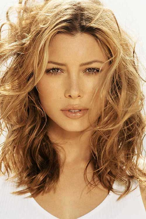 35 medium length curly hair styles hairstyles haircuts 2016 2017 golden brown medium short hair urmus Images