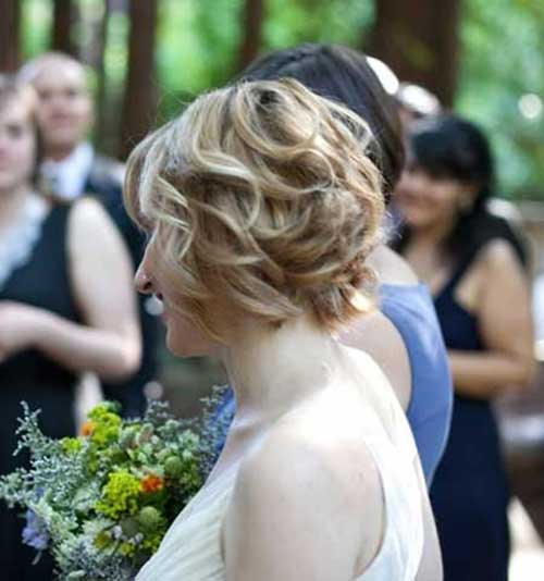Short Wavy Bob Wedding Hairstyle