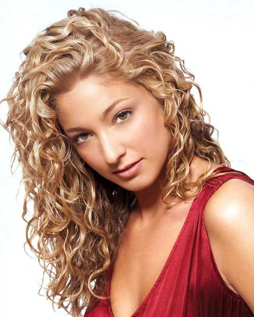 34 new curly perms for hair hairstyles haircuts 2016 2017 side apart curly blonde hairstyle pmusecretfo Image collections
