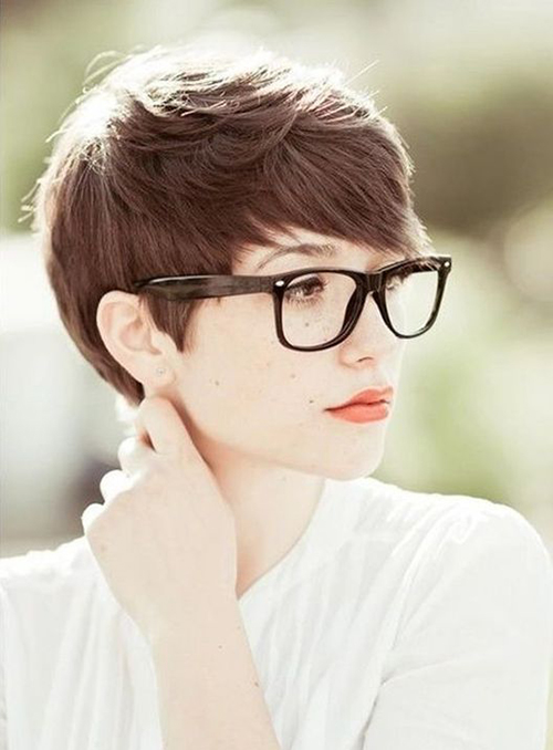Hairstyles for Women with Glasses-16