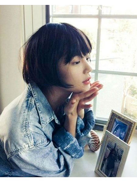 Short Medium Hairstyles Bangs - 10