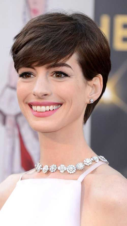 Anne Hathaway Pixie Cut for Oval Face