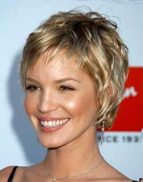 Short Fine Layered Hairstyle For Women