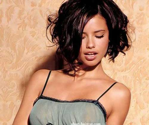 Best Short Wavy Haircuts for Oval Faces