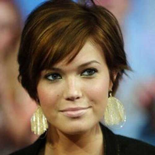 Layered Hairstyles for Round Faces-18