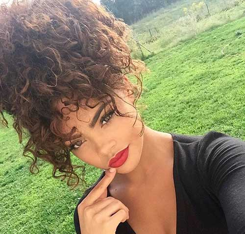 Curly Hairstyles Women-15