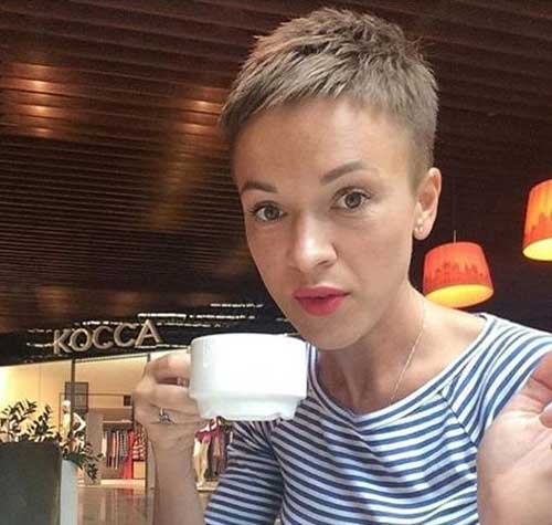 Short Pixie Haircuts for Women-7
