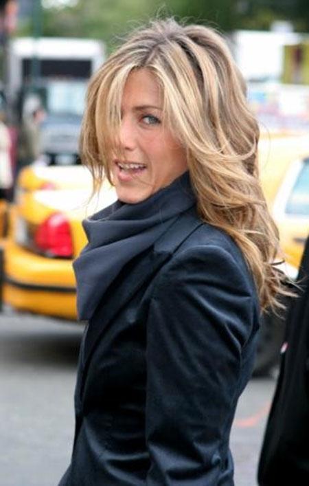 Jennifer Aniston Wavy Hair