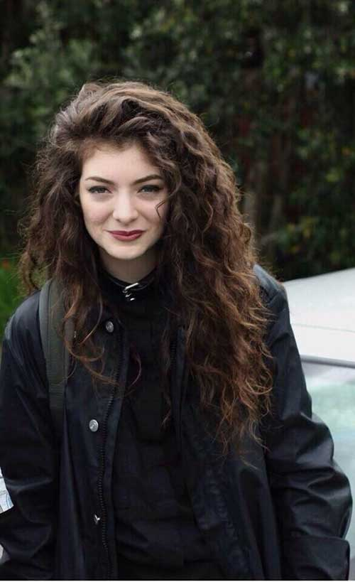 Lorde Dark Curly Hairstyle