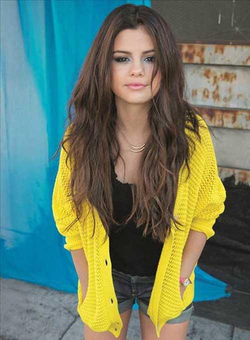 Selena Gomez Layered Haircut with Waves