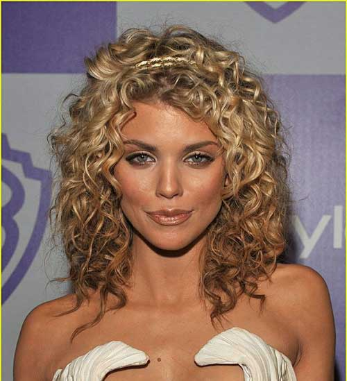 Annalynne McCord Curly Hairstyles