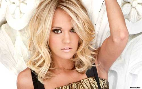 Carrie Underwood Hairdo with Side Bangs