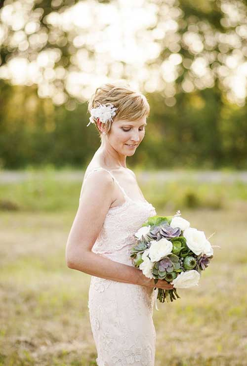 Cute Lovely Short Hair Bride
