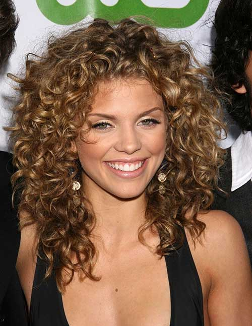 Naturally Curly Medium Short Hairstyle for Women