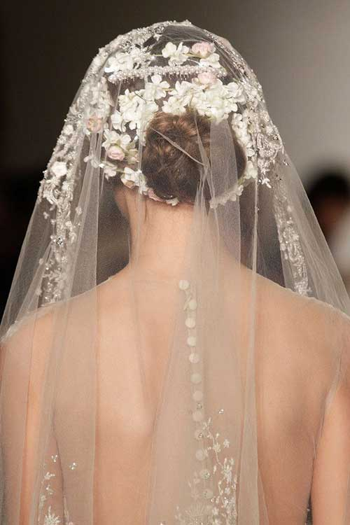 Best Romantic Updos with Veils
