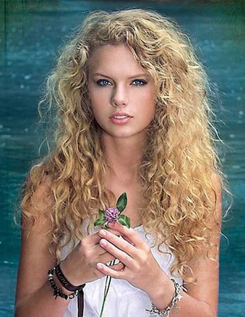 Taylor Swift Curly Long Hairstyle