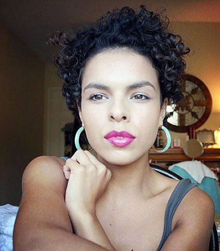 Short Curly Haircuts for Women - 18