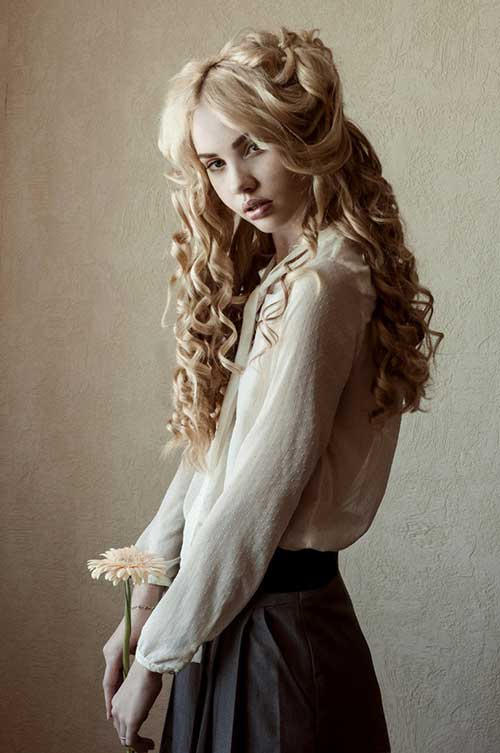 Curly Hair Styles for Women-10