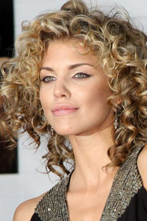 Curly Hair Styles for Women-19