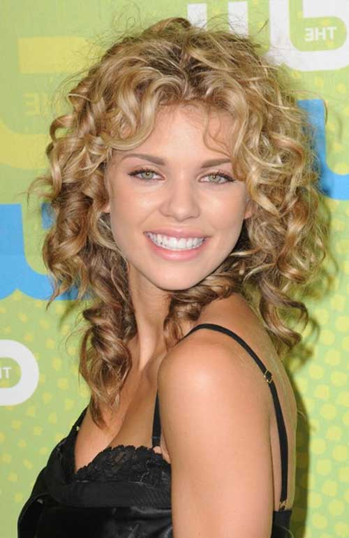 haircut styles for long wavy hair 20 curly hairstyles for faces hairstyles and 3464 | 8.Long Curly Hairstyle for Round Faces