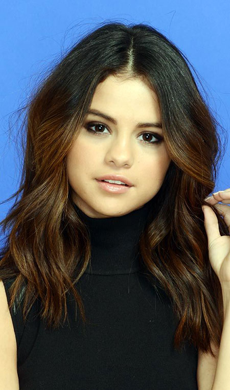 Best Hairtyle for Round Faces, Hair Selena Round Faces