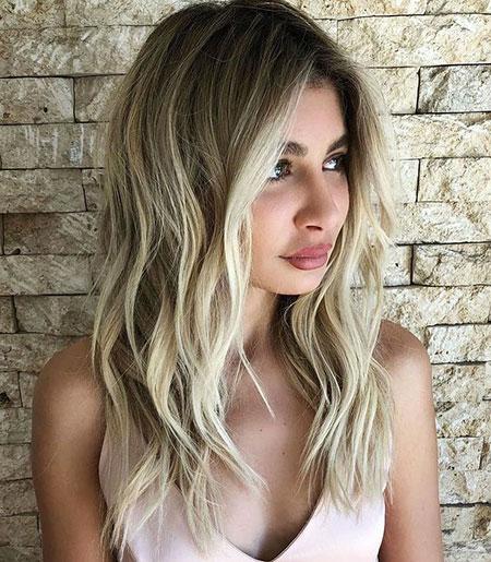 Hair Wavy Blonde Layered