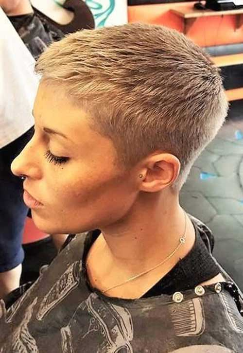 Short Pixie Haircuts for Women-11