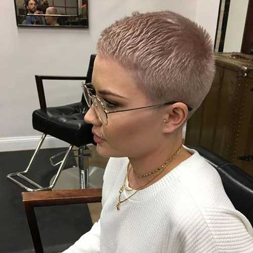Short Pixie Haircuts for Women-15