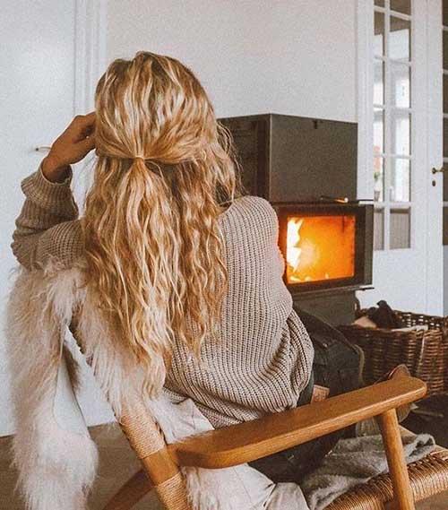 Langes, lockiges Haar