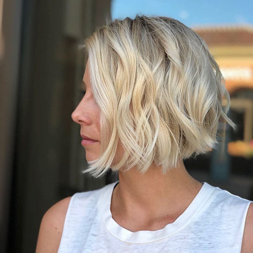 20+ Short Layered Wavy Hair Ideas To Update Your Style
